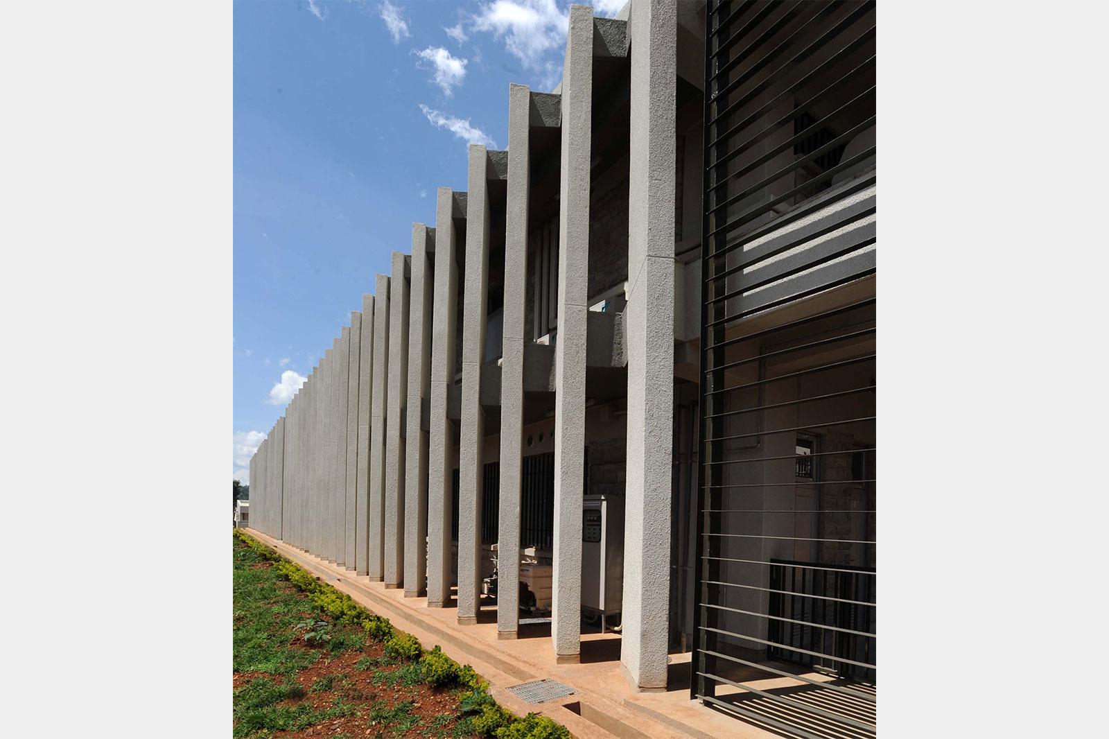 ケニア国 キシイ・レベル5病院外来診療棟 ケリチョー県病院救急診療棟