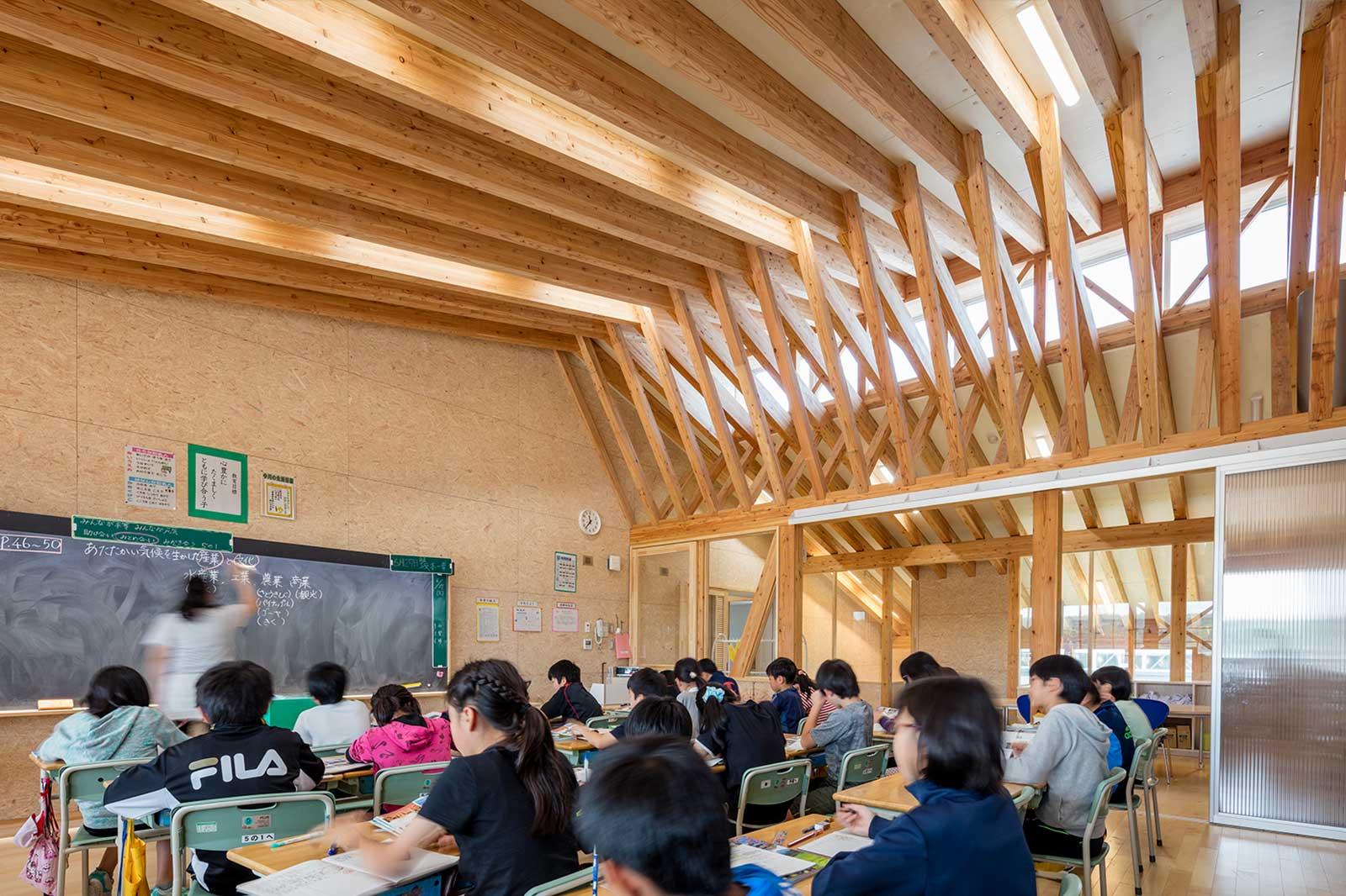 青森県八戸市立西白山台小学校